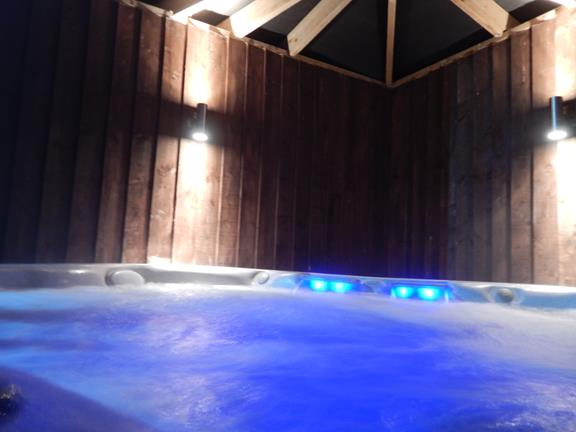 3_Large Country Home Sleeps 15 Hot Tub and Indoor Pool